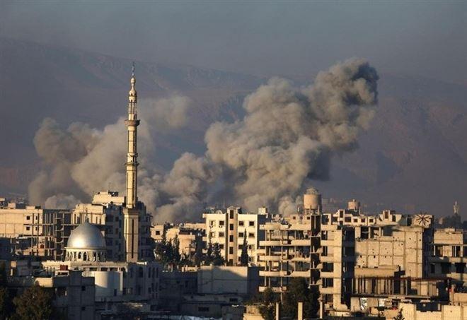 Bombardamenti alla periferia di Damasco, foto LaPresse