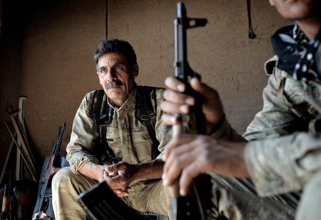 Militanti curdi dell'YPG in Siria (LaPresse)
