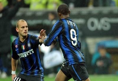 Wesley Sneijder e Samuel Eto'o ai tempi dell'Inter (Infophoto)