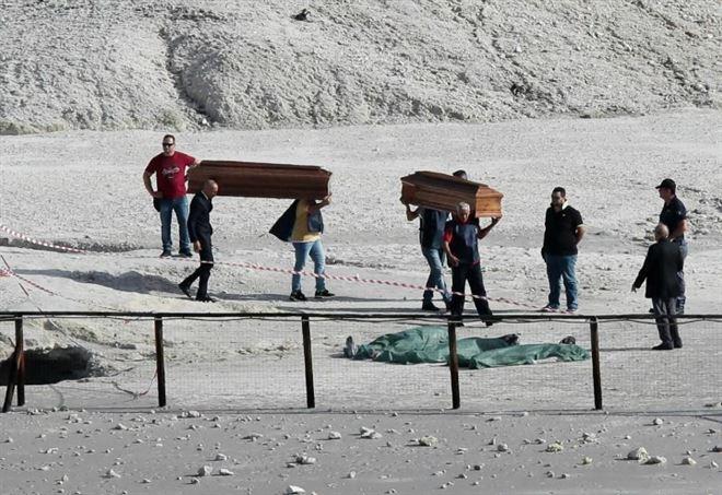 Padre, madre e figlio muoiono nella solfatara di Pozzuoli (LaPresse)