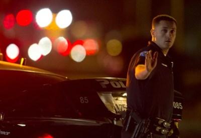 Ieri notte a San Bernardino, California (Infophoto)