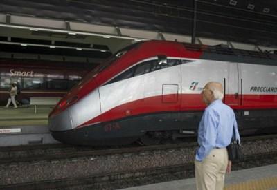 Treni sospesi (Foto: LaPresse)