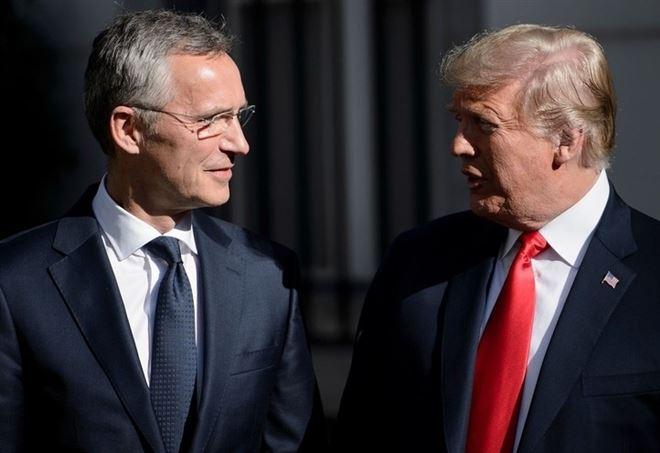 Jens Stoltenberg, segretario generale della Nato, con Donald Trump (LaPresse)