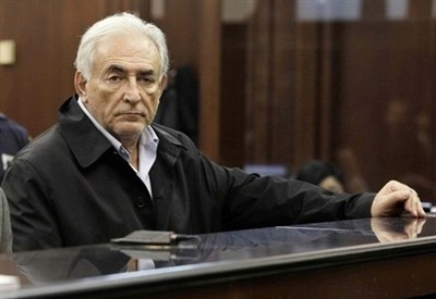 La maschera di Dominique Strauss-Kahn dopo il suo arresto (InfoPhoto)