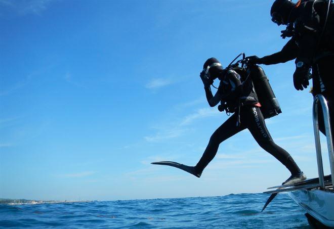 Cagliari, 14enne violentata da sub durante immersione (Pixabay)
