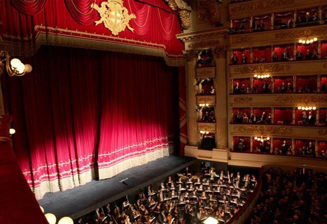 Il Teatro alla Scala, durante un'opera (Facebook)