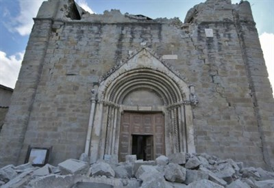 La chiesa di Amatrice in rovina (LaPresse)