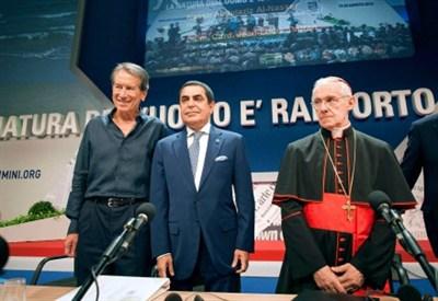 Da sinistra, Giulio Terzi, Nassir al-Nasser e il cardinal Jean Louis Tauran