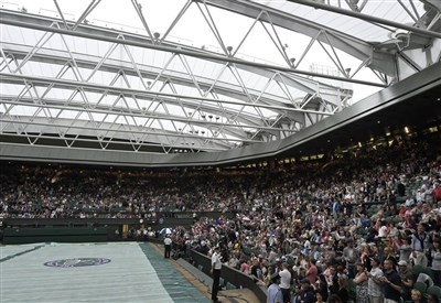 Il tetto del campo centrale di Wimbledon si è chiuso ieri per la prima volta