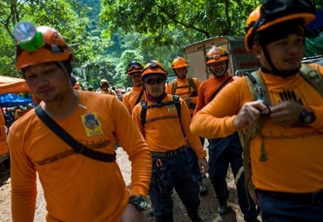 Thailandia, ragazzi intrappolati: i soldati portano scorte di cibo