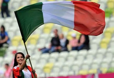 Bandiera italiana (Infophoto)