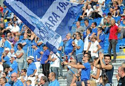 Tifosi del Novara (infophoto)