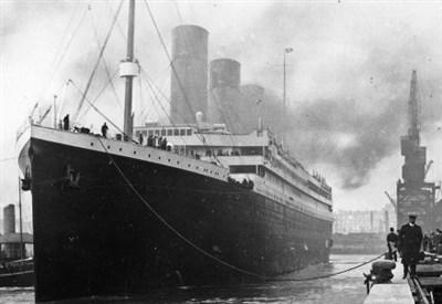 Il Titanic attraccato nel porto di Southampton prima della partenza (Foto Wikipedia)