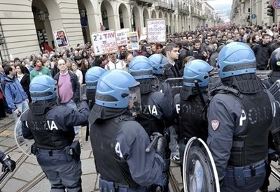 Primo maggio ieri a Torino (Infophoto)