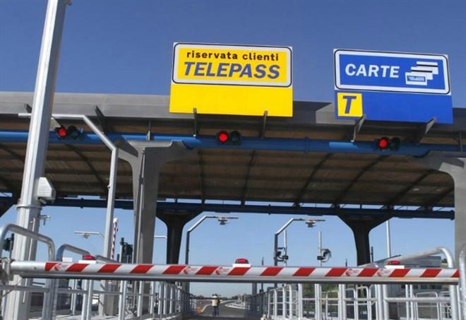 Autostrade, casello - La Presse