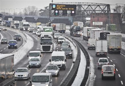 TAGLIO EMISSIONE CO2/ La spinta all'auto elettrica piena di danni per automobilisti e lavoratori