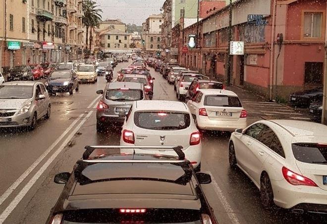 Traffico bloccato a Genova in Val Polcevera (Foto dell'autore)