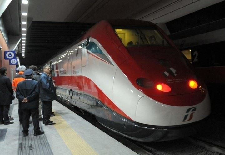 Torino porta susa 15enne investita da un treno tragedia - Orari treni milano torino porta susa ...