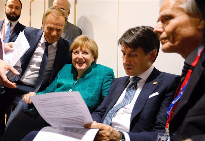 Un momento del vertice: da sin. Tusk, Merkel, Conte, Moavero Milanesi (LaPresse)