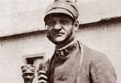 Giuseppe Ungaretti sul fronte orientale, nel 1917 (Immagine d'archivio)