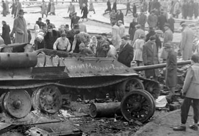 Un carro armato russo istrutto dagli ungheresi durante gli scontri (Foto Wikipedia)