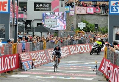 Rigoberto Uran taglia il traguardo della cronometro 2014 (da Facebook)