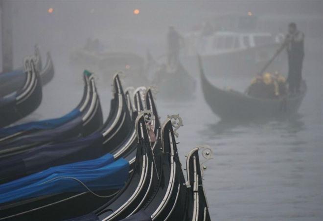 Venezia nella nebbia (LaPresse)