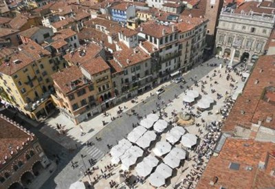 Verona, Piazza delle erbe (Immagine dal web)