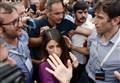 RENZI vs M5S/ Grillo e Raggi rompono lo specchio del premier