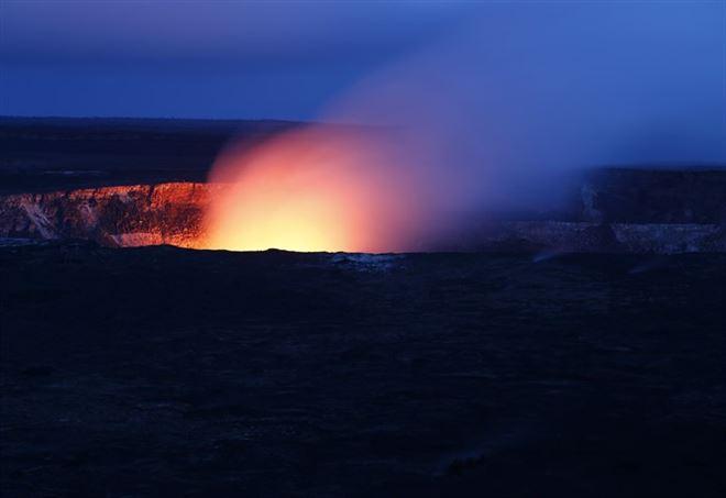 Un vulcano in eruzione (Pixabay)