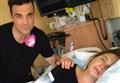 IL CASO/ Robbie Williams, a tua moglie serviva una carezza non il video del suo parto