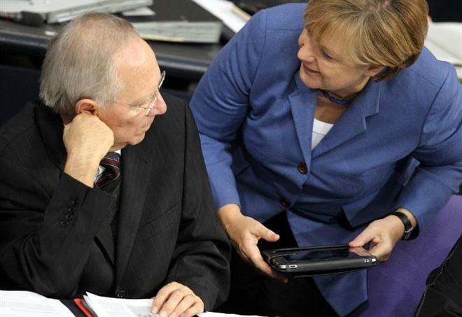 Angela Merkel e Wolfgang Schauble (Lapresse)