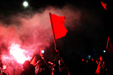 Bandiera_rossa_notte_FA1.jpg
