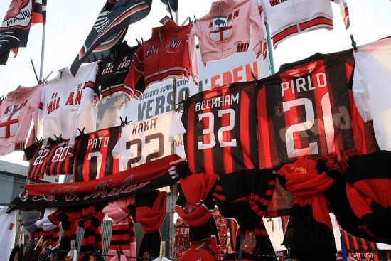 Le nuove maglie da trasferta del Milan sono pronte (INFOPHOTO)