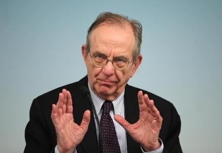 Il ministro Padoan, foto LaPresse