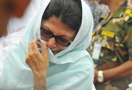 Lutto a Dacca, Bangladesh (LaPresse)