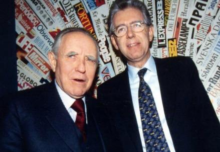 Carlo Azeglio Ciampi con Mario Monti nel 1998 (LaPresse)