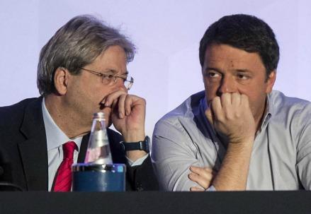 Paolo Gentiloni e Matteo Renzi (LaPresse)