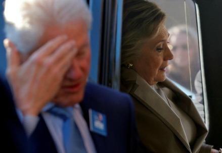 Bill Clinton con la moglie Hillary (LaPresse)