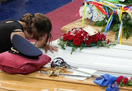 Ieri ai funerali delle vittime dell'incidente ferroviario (LaPresse)