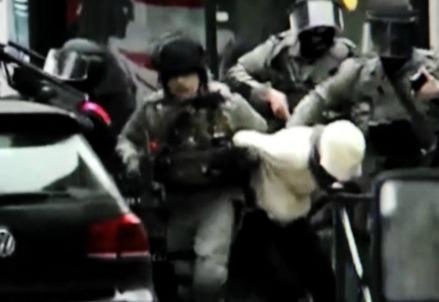 La cattura di Salah Abdeslam, il 18 marzo 2016 a Bruxelles (LaPresse)