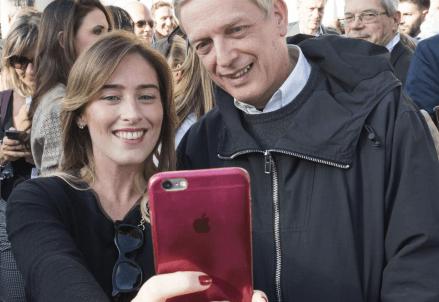 Il famoso selfie Boschi-Cuperlo (LaPresse)