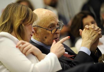 Maria Elena Boschi e Giorgio Napolitano studiano il da farsi (LaPresse)