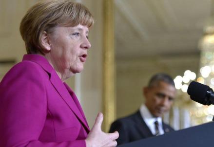 Angela Merkel, sullo sfondo Barack Obama (LaPresse)