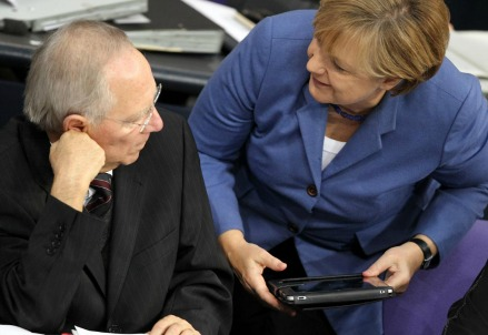 Wolfgang Schaeuble con Angela Merkel (LaPresse)