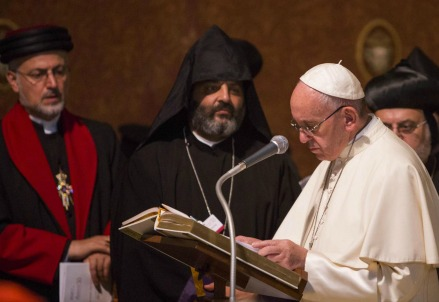 Papa Francesco ieri ad Assisi (LaPresse)