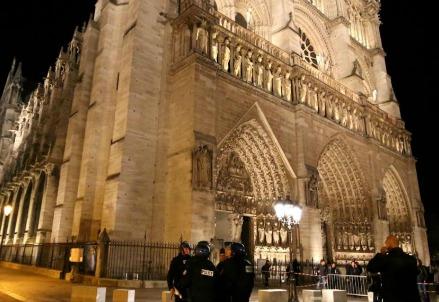 Notre Dame a Parigi (LaPresse)