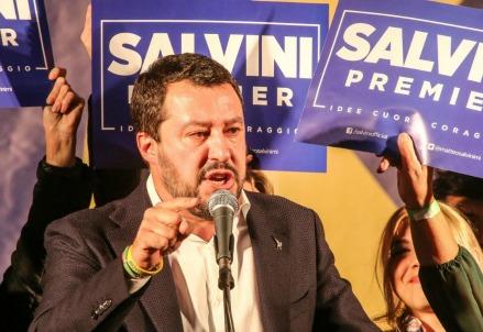 Matteo Salvini ieri sul palco a Firenze (LaPresse)