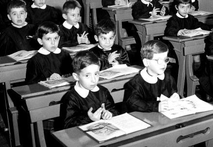 Un primo giorno di scuola nel 1956 (LaPresse)