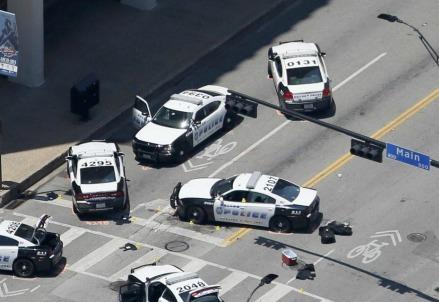I resti della sparatoria a Dallas (LaPresse)